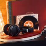 How do vinyl records work