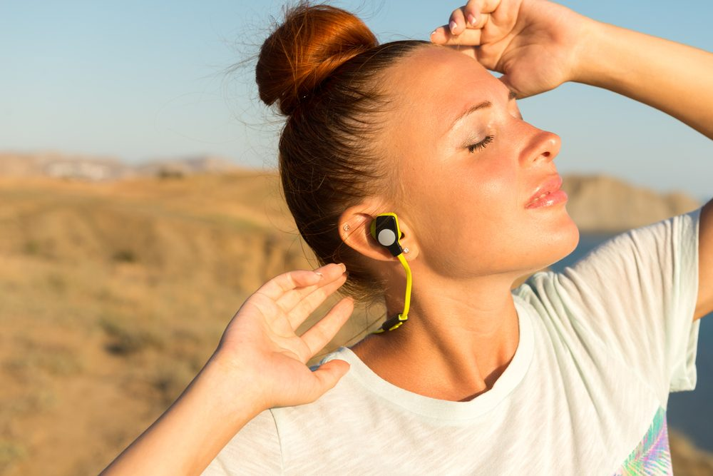 How to Wear Wireless Earbuds - Ready to Use